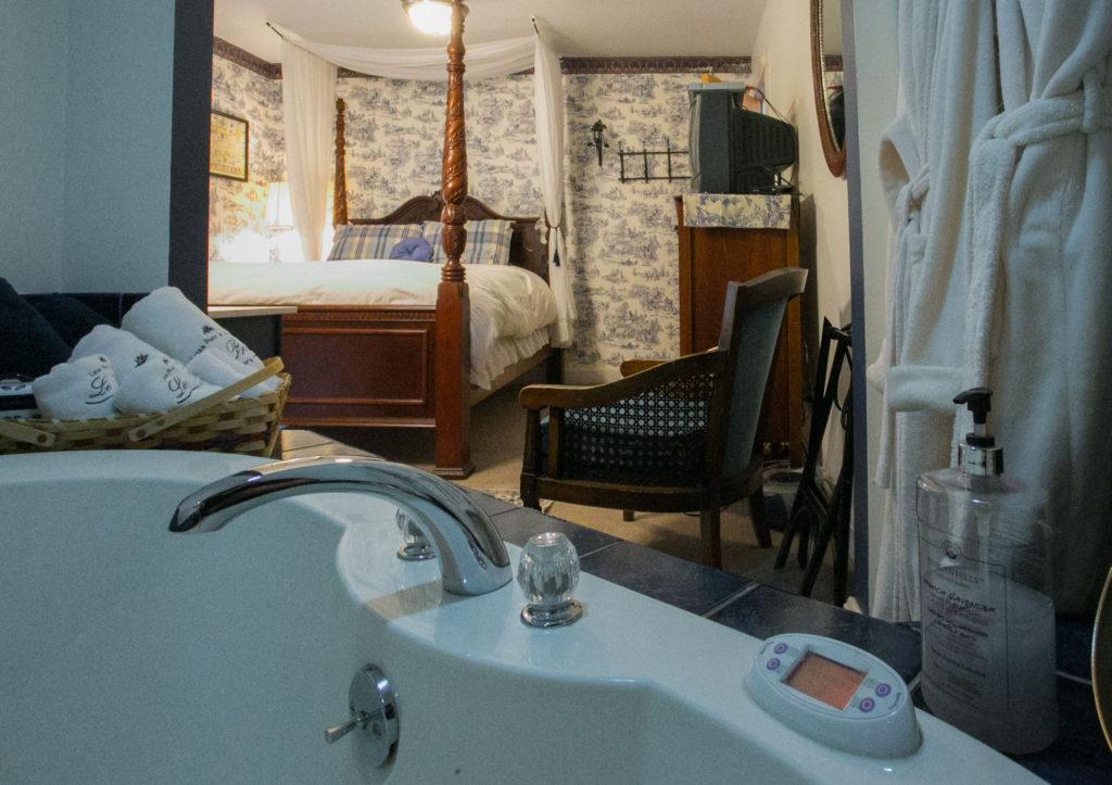 english_luxury_queen_spa_room